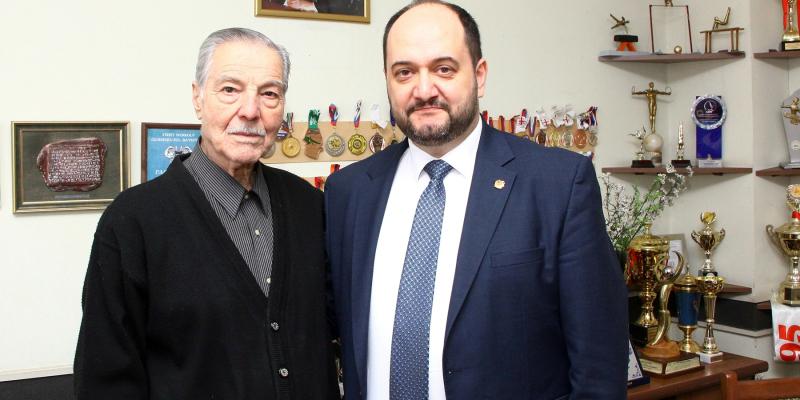 Minister Arayik Harutyunyan Visits Albert Azaryan, Who Celebrates His 91-st Anniversary