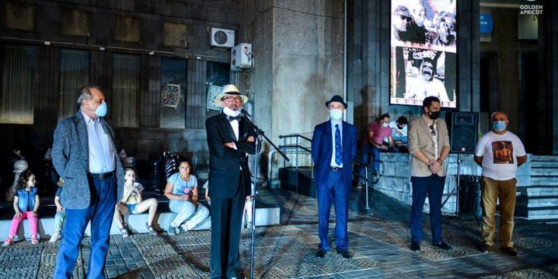 Звезды Гранта Матевосяна и Агаси Айвазяна украсили площадь имени Шарля Азнавура