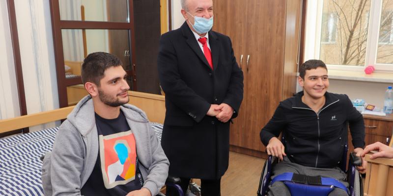 ԿԳՄՍ նախարար Վ. Դումանյանն այցելել է Հայրենիքի պաշտպանի վերականգնողական կենտրոն