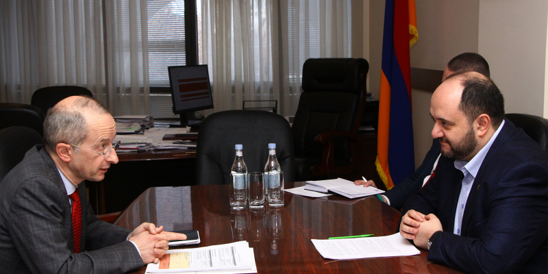 RA Minister of Education, Science, Culture and Sports Arayik Harutyunyan receives the Rector of the French University of Armenia Jean-Marc Lavest