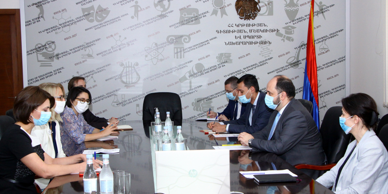 Министр принял директора USAID в Армении Дебору Гризер, завершающую свою миссию в РА