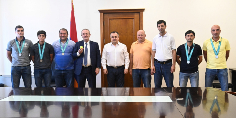 """""""Your success is the basis for great victories"""" – V. Dumanyan receives the Armenia male tennis team"""