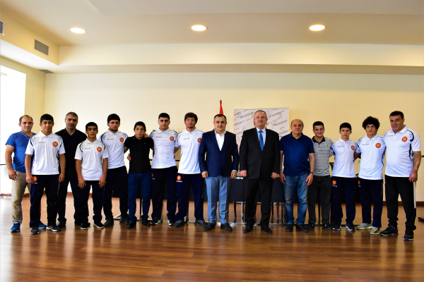 Ваграм Думанян встретился с молодежными и юношескими сборными по борьбе