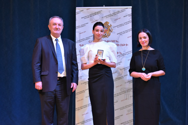 95 graduates are awarded medals of excellence