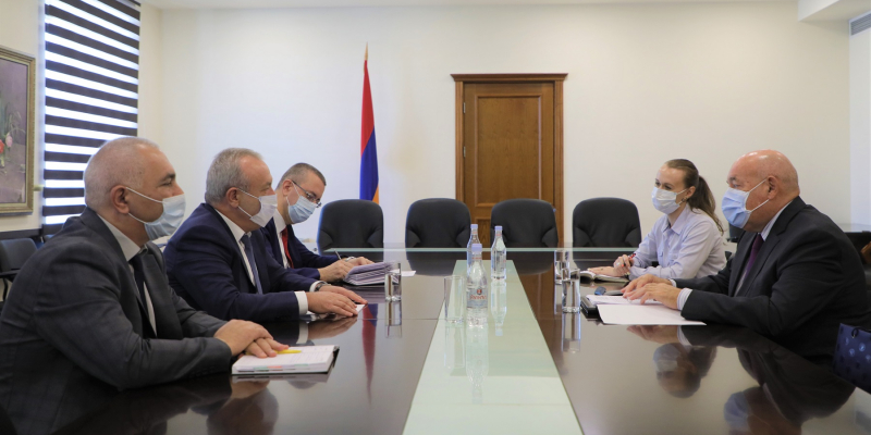 Vahram Dumanyan receives Mikhail Shvydkoy